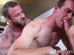 Rocky muscled twink is making two gays to suck his dick