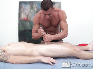 Gay dude came to massage saloon and got fucked hard