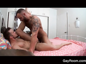 Hunk seduces horny twink and unsparingly fucks his ass