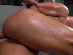 Gay massage got too hot and masseur cools down twink client