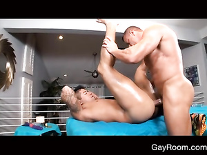 Tattooed sexy shaped hunk gets fucked hard by masseur