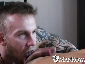 Bearded twink gets seduce to suck hunk's big tight dick