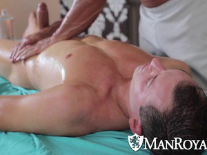 Killed twink masseur knows how to excite handsome gay