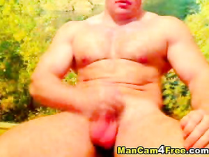 Huge muscled dude is pleasantly jerking off his tiny dick