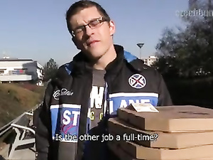 Pizza delivery guy gets great offer to easily earn a lot of money